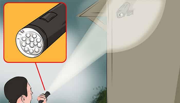 Sử dụng đèn led vô hiệu hóa camera