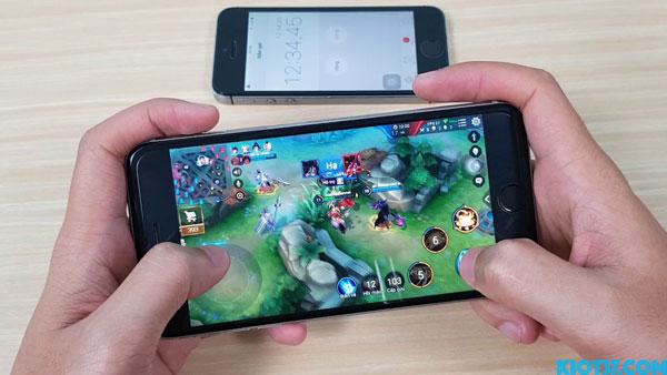 Đang chơi game liên quân bị out trên iphone
