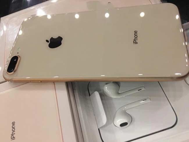 iPhone 8 Plus màu vàng gold