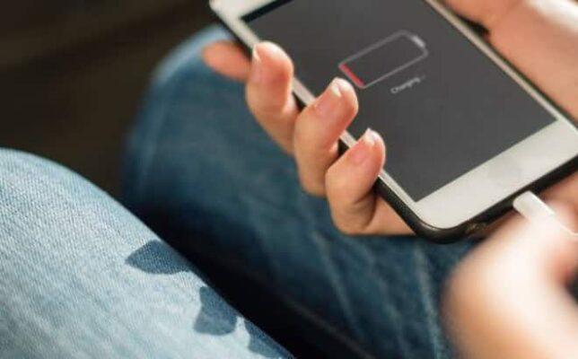 Nguyên nhân lỗi iPhone báo sạc nhưng không vào pin