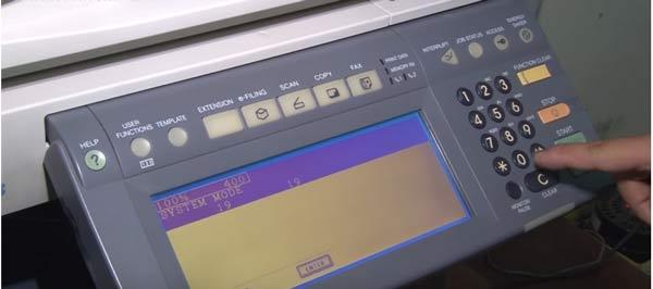 Bấm phím 0