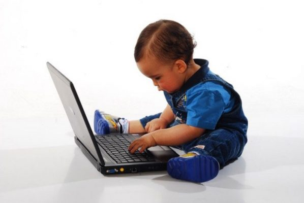 Khi nào nên khóa bàn phím laptop lại