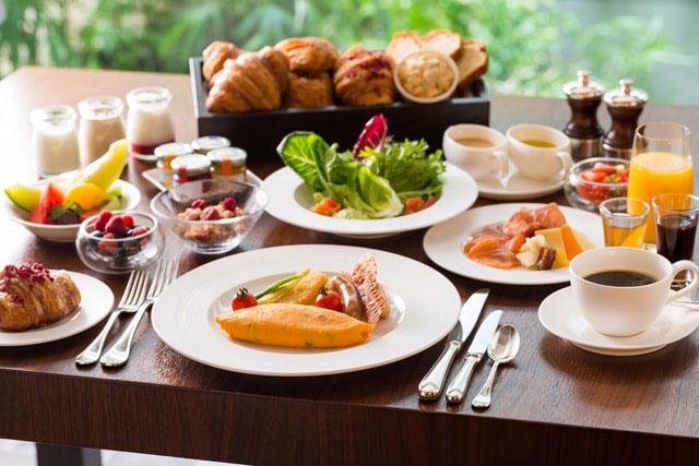 Nhiều khách sạn cũng cung cấp dịch vụ Foc thức ăn và đồ uống miễn phí