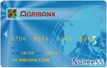 Số thẻ được in nổi trên thẻ ngân hàng Agribank.